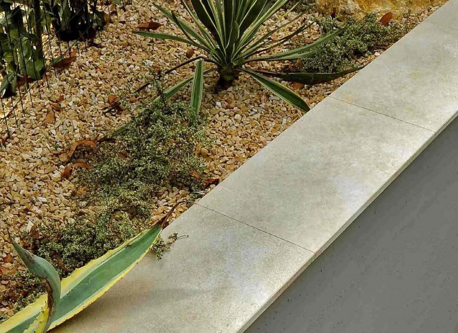 Frostsäker klinker för utomhusbruk på en mur hittar du på Pronto Kakel®