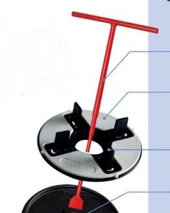 Lathund, Med denna röda nyckel justerar man sitt Klinkerdäck enkelt utan att lyfta på plattorna