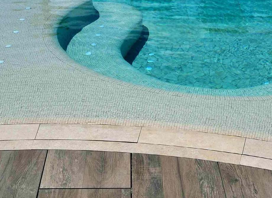 Pronto Klinkerdäck® med vattensågade runda kanter närbild
