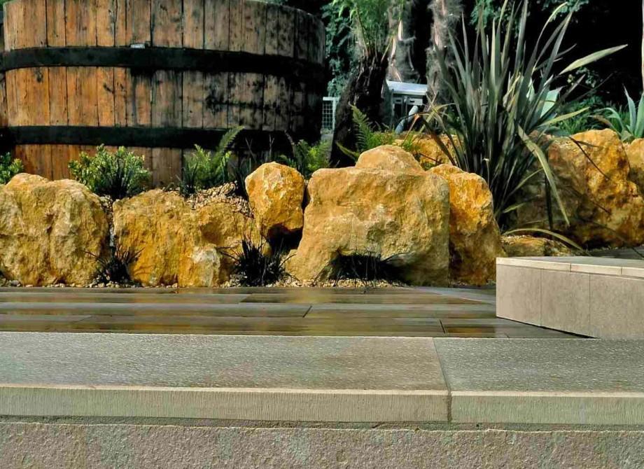 Utomhusklinker i kombination med klinker runt poolkanten