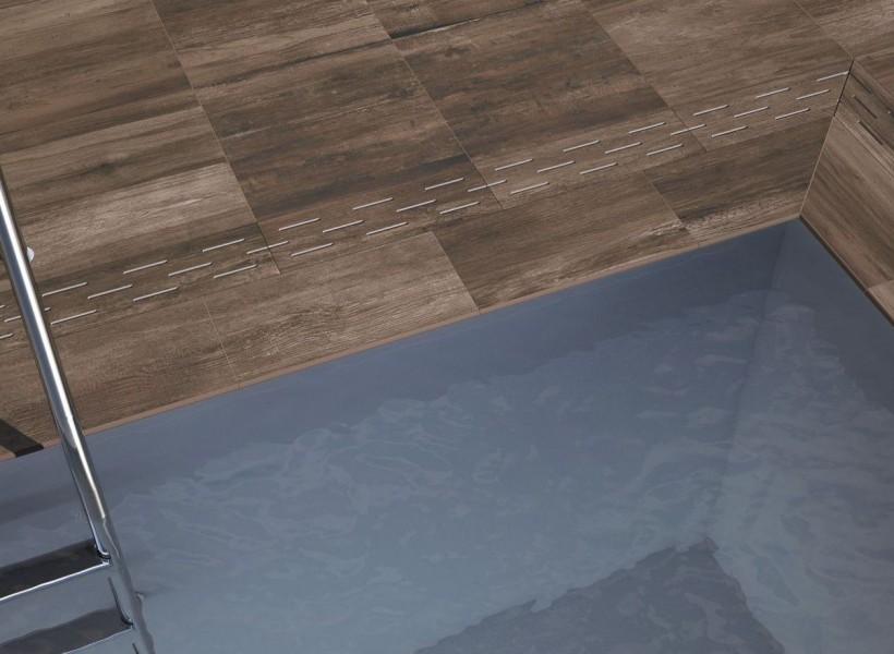 Smart lösning för pool med urspårade hål för överskottsvatten hittar du hos Pronto Kakel®