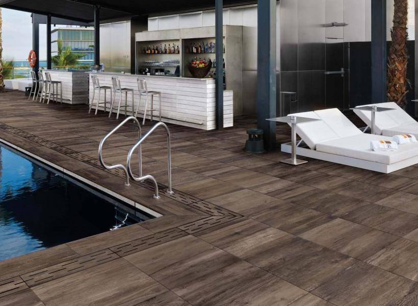 Pronto Klinkerdäck® på ett spa med en bar klinker typ trä säljs av Pronto Kakel®